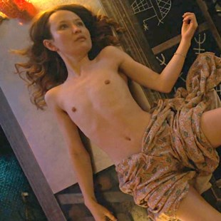 """Emily Browning Nude Interracial Sex Scene From """"American Gods"""""""