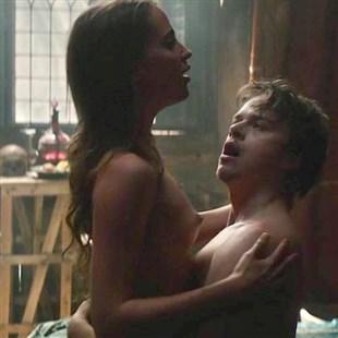 """Alicia Vikander And Cara Delevingne Nude Sex Scenes From """"Tulip Fever"""""""
