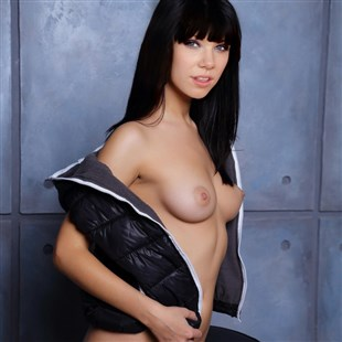 Carly Rae Jepsen Poses For A Nude Photo Shoot