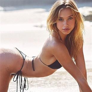 Alexis Ren Topless Snapchat Video