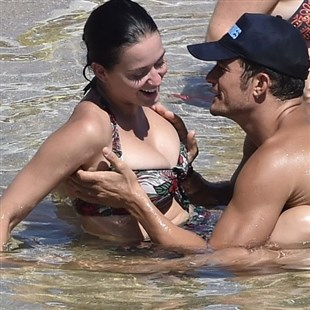 Katy Perry In A Bikini Getting Her Tits Fondled By Orlando Bloom