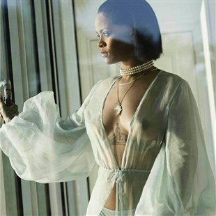 """Rihanna's Boobs In """"Needed Me"""" Music Video"""
