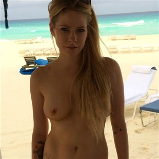 Avril Lavigne Nude Photo Leaked