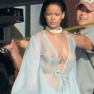 Rihanna Shows Her Tits And Ass On The Set Of Her New Porno