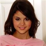 Selena Gomez Shows Off Her Naked Body