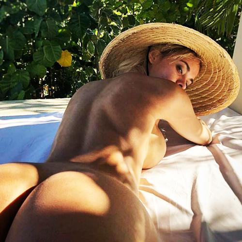 Juju Reis Nude — Fake Tits & Butt Alert !