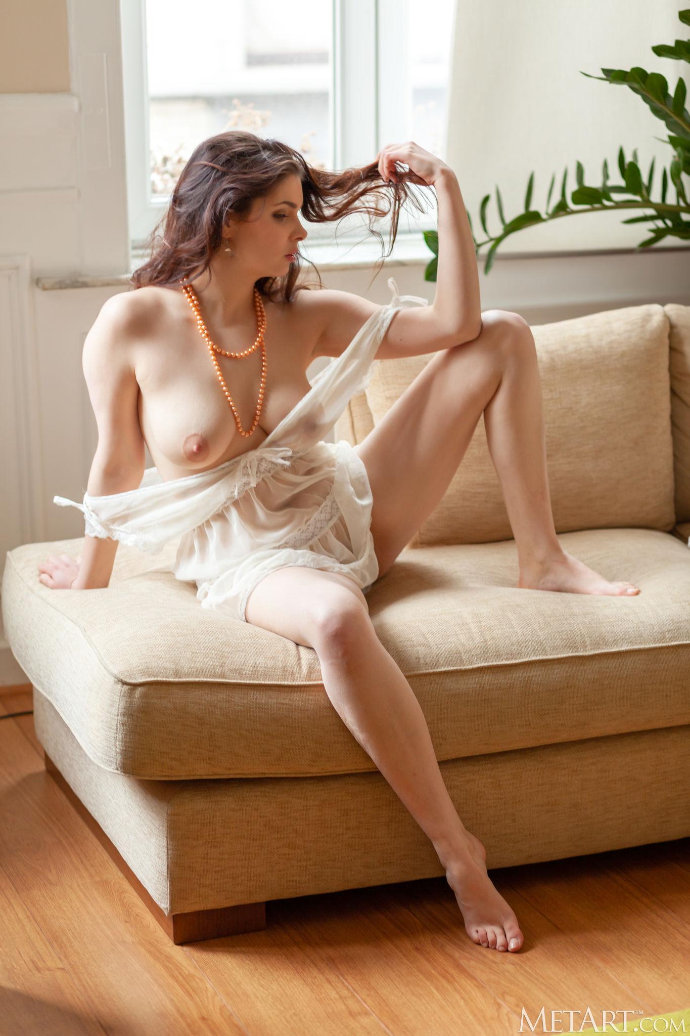 Amelie Belain Curvy By Met Art