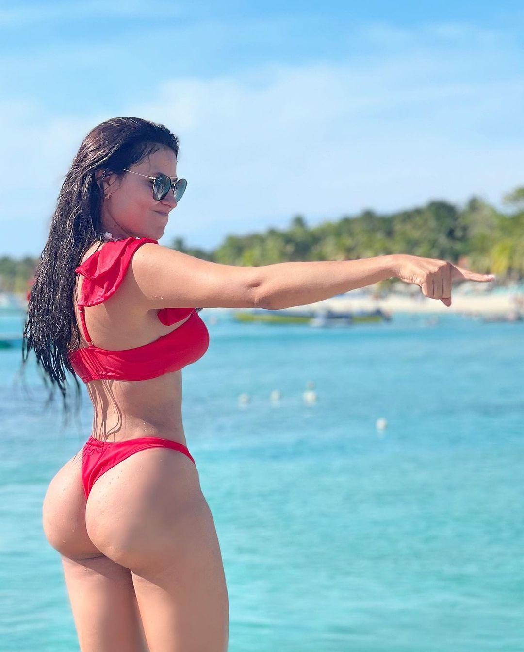 20  Alejandra Rubio Sexy Bikini Pics