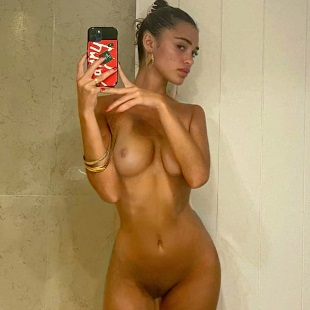 Luna Blaise Nude Selfies Released